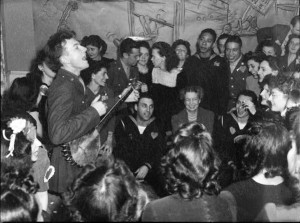 Pete Seeger performing in New York City (en.wikipedia.org)